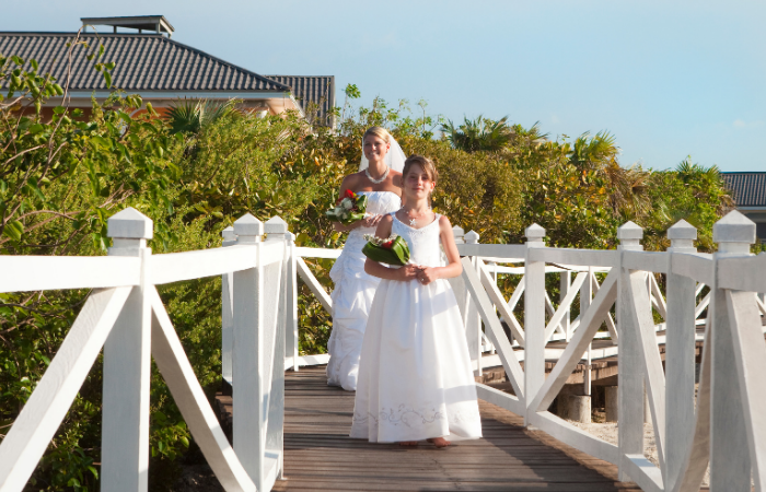 Arrive to your Wedding in Style with a Boat Wedding Transfer
