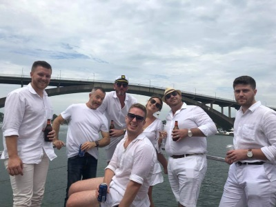 https://www.boathiresydney.com.au/img/uploads/Silver Spirit